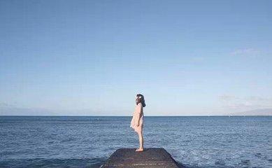 海边瑜伽背影微信头像
